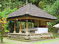 Bangunan di lokasi Goa Gajah.jpg