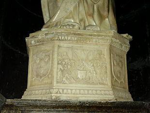Base di una delle statue rinascimentali di Gagini custodite all'interno del duomo di Vibo Valentia, è visibile lo stemma dei Pignatelli