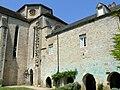Beaulieu-en-Rouergue - Eglise et bâtiment des moines.jpg