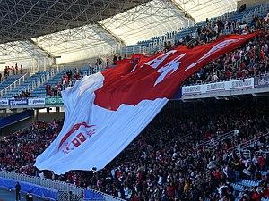 Español: Bandera desplegada por los seguidores...