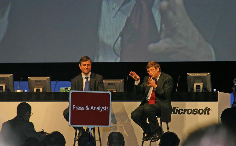 File:Bill Gates talking 2004.jpg