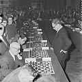 Botwinnik speelt simultaan in Bellevue te Amsterdam, Bestanddeelnr 909-9344.jpg