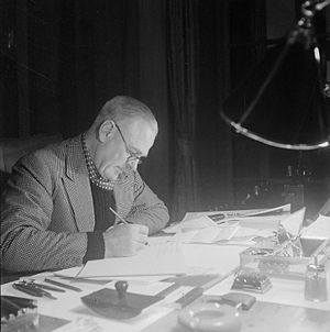 Archibald Wavell, 1st Earl Wavell - Wavell at his desk in Delhi during the Second World War
