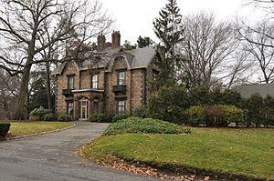Cottage Farm Historic District - A house on Cottage Farm Road