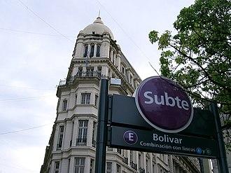 Line E (Buenos Aires Underground) - Bolívar station entrance