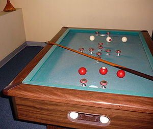 English: rectangular bumper pool table