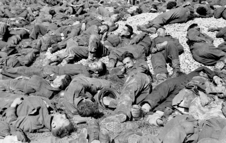 Bundesarchiv Bild 101I-291-1238-25A, Dieppe, Landungsversuch, alliierte Kriegsgefangene