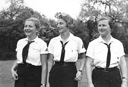 Members of the League of German Girls, an organization for girls within the Nazi Party in Germany Bundesarchiv Bild 102-04517A, Potsdam, Mädchen in der Führerinnenschule.jpg