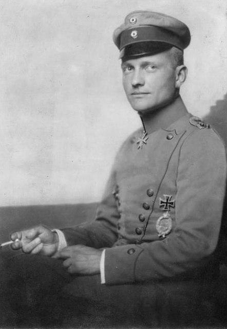 Soubor:Bundesarchiv Bild 183-R18508, Manfred v. Richthofen.jpg