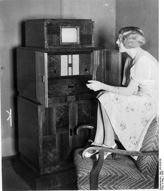 Bundesarchiv Bild 183-R26738, Kombinierter Fernseh- und Rundfunkempfänger