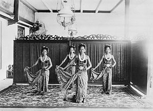 Surakarta Sunanate - Serimpi dancers, circa 1910