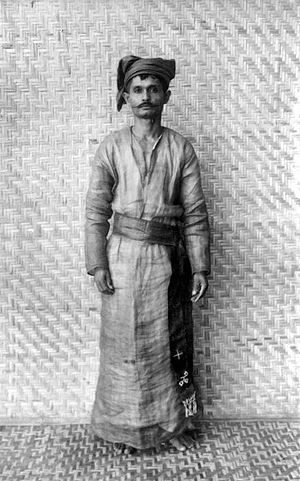 Sangirese people - Image: COLLECTIE TROPENMUSEUM Een man van Sangir in koffo kleding T Mnr 10005696
