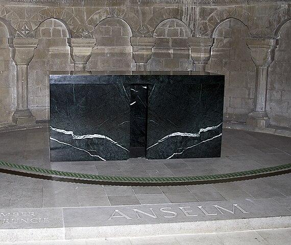 Гробница Ансельма Кентерберийского в Кентерберийском соборе