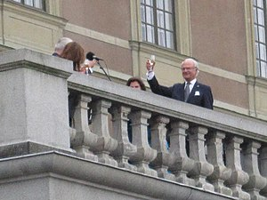 Anniversary - On the 40th anniversary of his reign, the King of Sweden toasts the city's Mayor in front of Stockholm Palace.