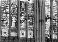 Cathédrale Notre-Dame - Vitrail du choeur - Saint Pierre en pape. Donateur. La Vierge à l'Enfant. Charles le mauvais. Saints personnages - Evreux - Médiathèque de l'architecture et du patrimoine - APMH00013799.jpg