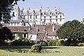Château de Loches - vu du jardin.jpg