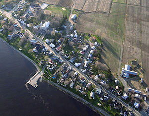 Linear settlement - Some communities along the Saint Lawrence River in Quebec, Canada, developed as linear settlements, as is still clearly seen in Champlain, Quebec