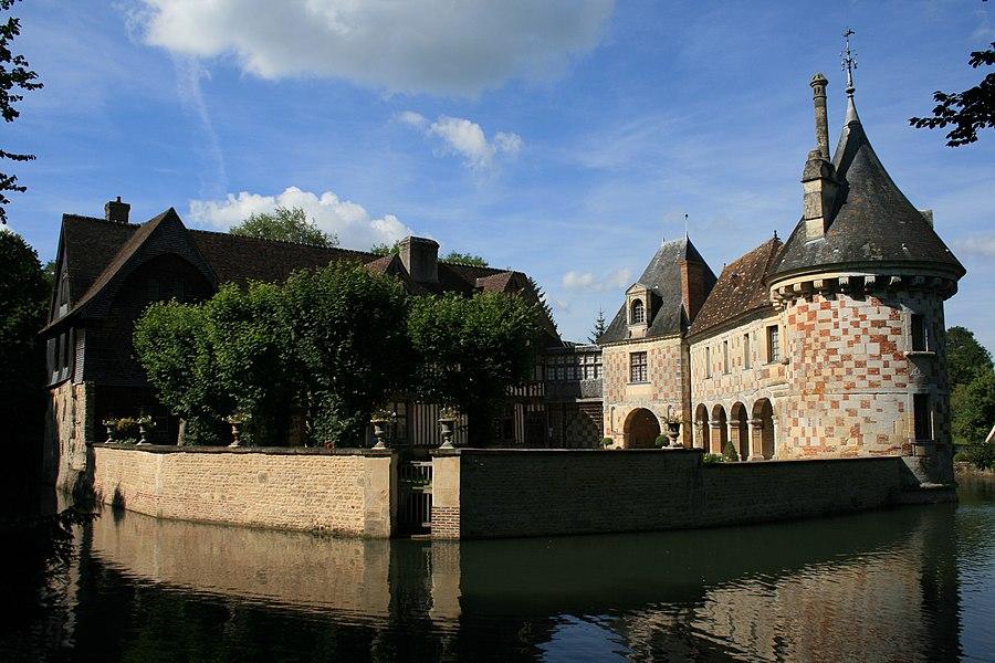 Castle of Saint Germain de Livet (South view, 14100 - France). Camera: Canon EOS 400D Digital, ExposureTime: 1/200sec, FocalLength: 21,00mm.