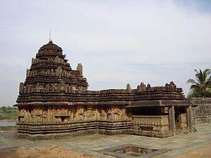 Ranebennuru - Image: Chaudayyadanapura Mukteshwara temple 11