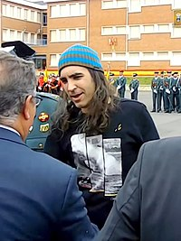 Chema Alonso recibe la medalla de la Guardia Civil con distintivo blanco (civil).jpg