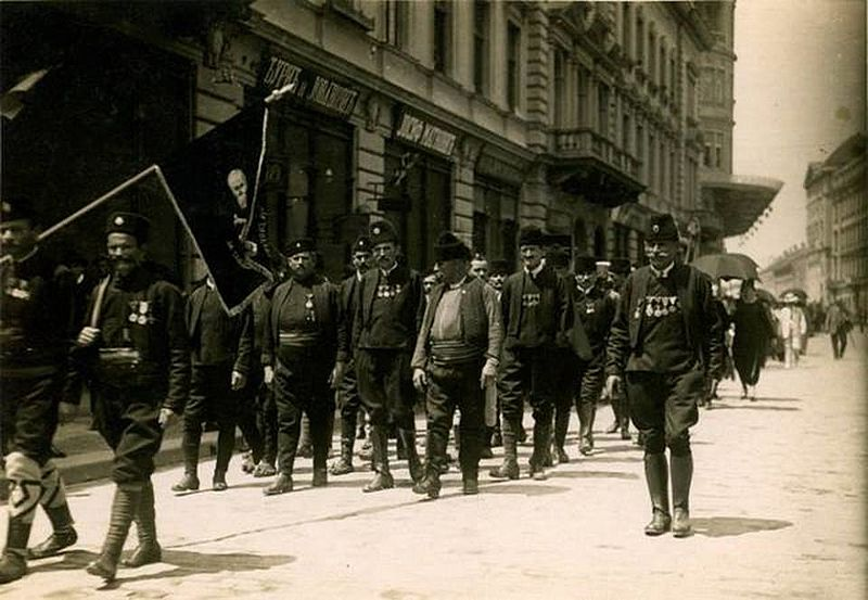 파일:Chetniks in Belgrade, 1920.jpg