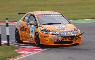 Tom Chilton - Chilton negotiating the chicane at Snetterton in 2008.