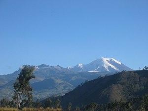Carihuairazo - Carihuayrazo left of bigger Chimborazo as seen from the north