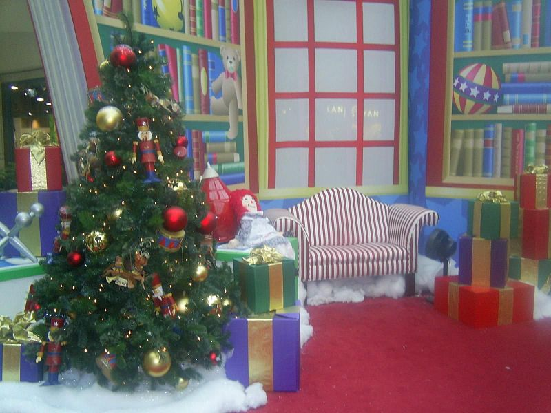 File:Christmas set.jpg