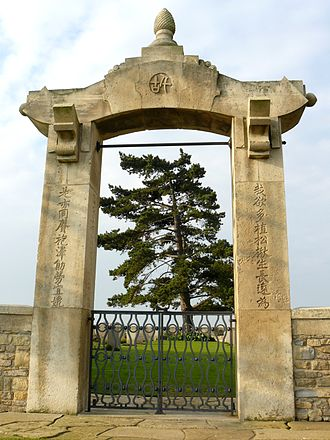 Chinese diaspora in France - The entrance of the WWI Chinese cemetery at Noyelles-sur-Mer