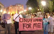 CindySheehanSupportRally08-17-05