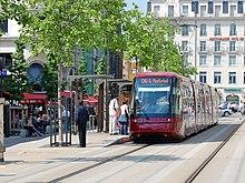 Le tramway sur la place de Jaude