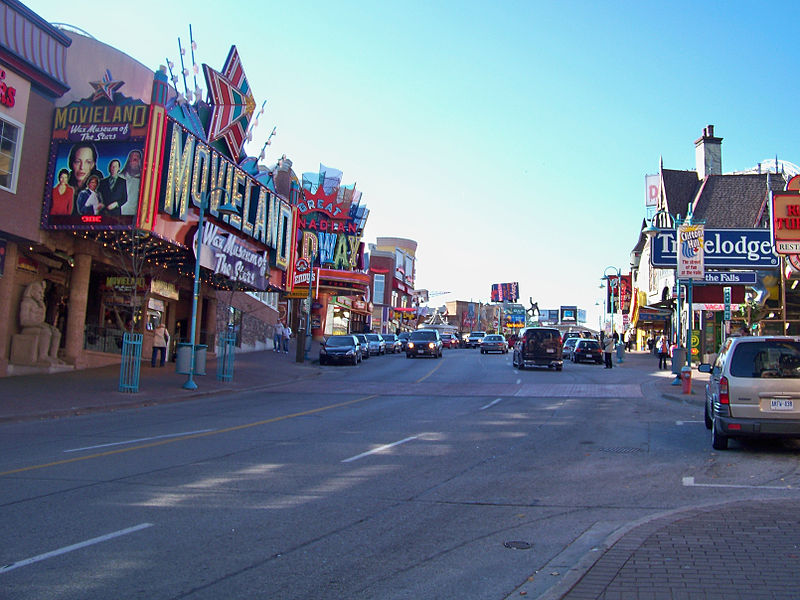 File:Clifton Hill Niagara Falls.jpg