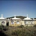 Collectie Nationaal Museum van Wereldculturen TM-20029902 Graven bij Santa Cruz Curacao Boy Lawson (Fotograaf).jpg