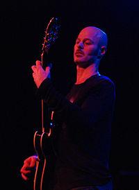 Craig Wedren performing at the Bowery Ballroom in 2007. (Photo by Tammy Lo)