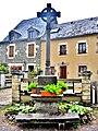 Croix d'église à Chambon-sur-Lac.jpg