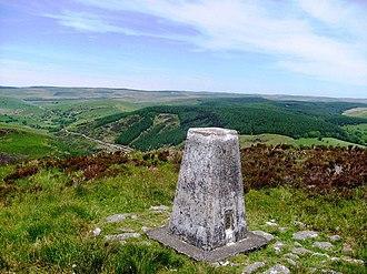 Mynydd Mallaen - View of Crugiau Merched trig point and Cefn Branddu
