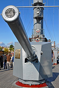 Cruiser Aurora - Imperial Russian Canet 152 mm Naval Gun - Saint Petersburg - 22 Sept. 2009.jpg