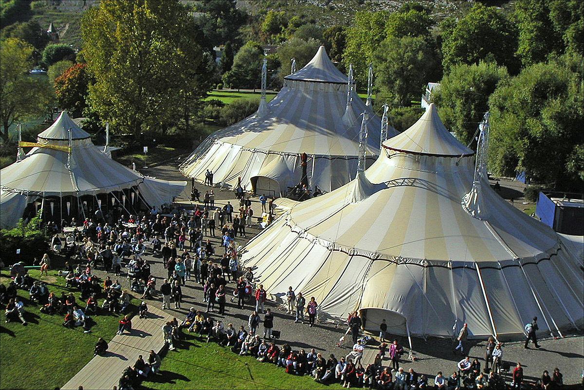Das Zelt (Theater) – Wikipedia