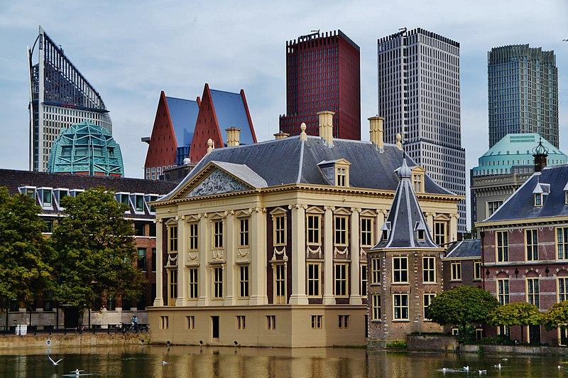 Власти Амстердама начали информационную кампанию, направленную на то, чтобы туристы не приезжали в их город