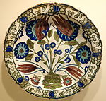Dish with tulips and peonies, Iznik ware, Turkey, Iznik, Ottoman period, c. 1550-1560, earthenware with underglaze polychrome painting - Cincinnati Art Museum - DSC04096.JPG