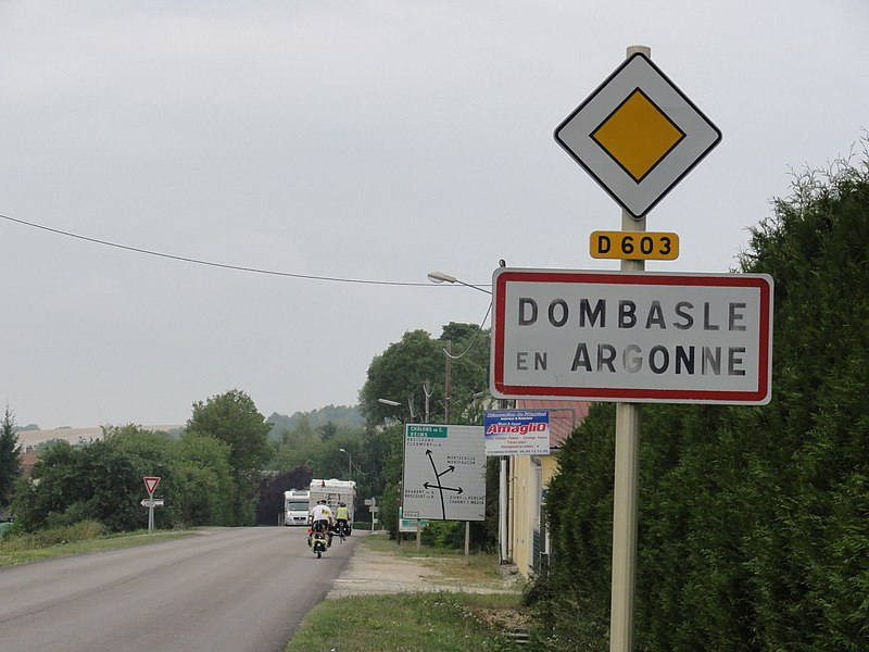 Dombasle-en-Argonne (Meuse) city limit sign