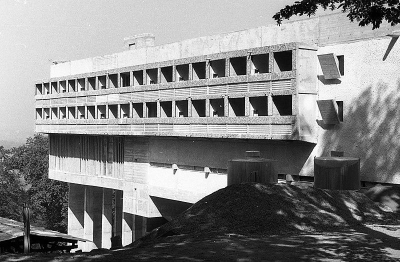 File:Domonkos kolostor (Couvent Sainte-Marie de La Tourette). Építészek- Le Corbusier, Iannis Xenakis, André Wogenscky és Pierre Jeanneret. Fortepan 58029.jpg