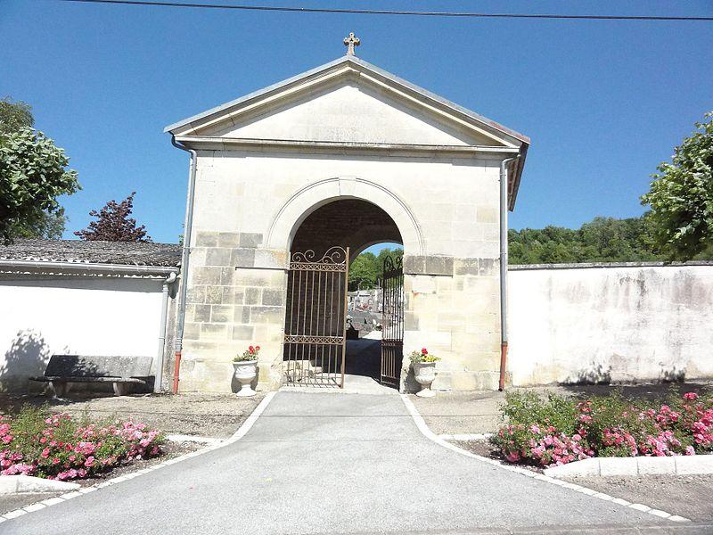 Doulaincourt, cimetière (entrée)