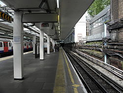 Earl's Court tube stn District platform 4 look east 2012.JPG