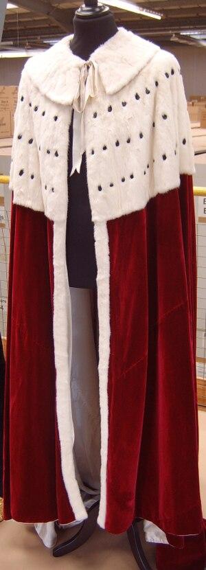 Earl - An earl's coronation robes.
