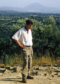 Eberhard Zangger at the Palace of Nestor.jpg