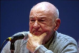 Edgar Morin speaking at the Forun Libération 2008