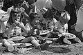 Een aantal pannekoek etende peuters in feestkleding, Bestanddeelnr 928-1283.jpg