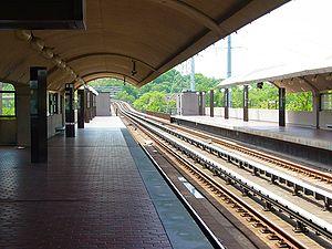Eisenhower Avenue station - View southbound towards Huntington