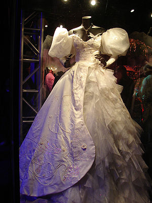 Enchanted (film) - Giselle's wedding dress on display at El Capitan Theatre.
